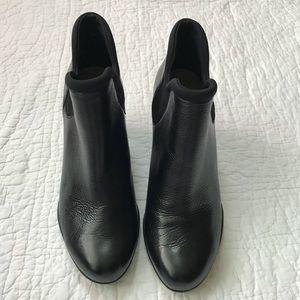 Clarks artisan Black Chelsea boot, size 8